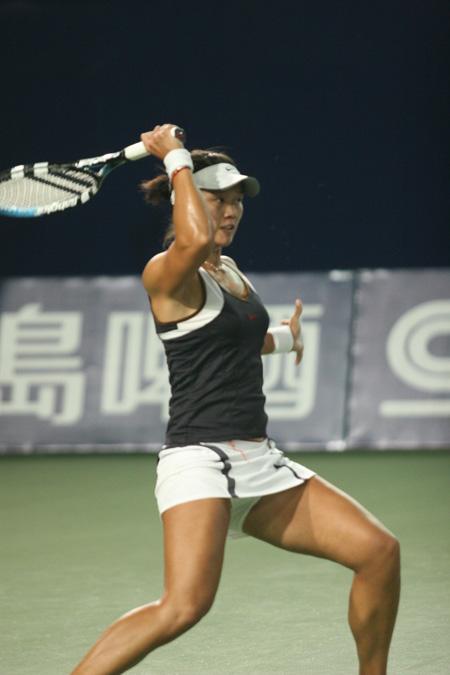 图文:06中网女单次轮 中国女一姐场上甚是玩命