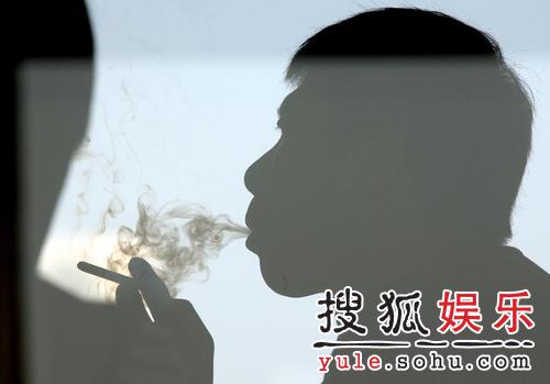 冯小刚接受专访 下部战争题材作品将开机(图)