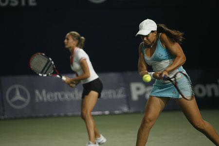图文:中网女双1/4赛 中国搭档不敌对手出局