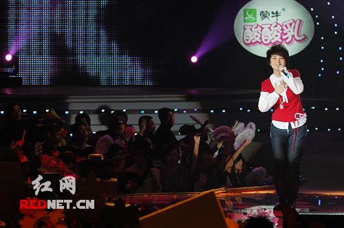 厉娜演唱演绎《执着》 坚持自己的音乐梦想