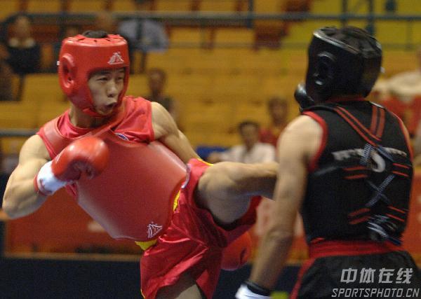 图文:世界杯武术散打赛第二日 阮志军在比赛中