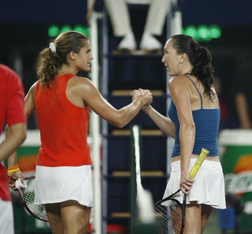 图文:女单半决赛 扬科维奇与毛瑞斯莫握手致意