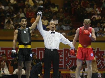 图文:武术散打世界杯第二日 中国选手获得胜利