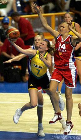 图文:女篮世锦赛澳大利亚夺冠 澳队员上篮