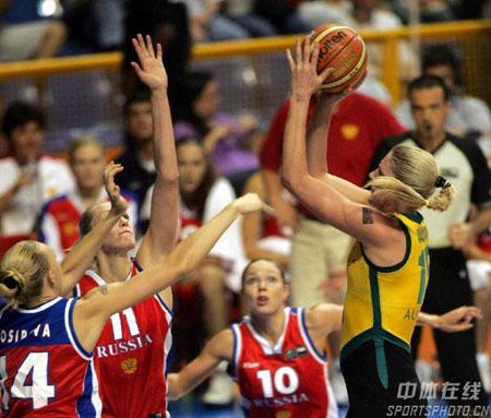 图文:女篮世锦赛澳大利亚夺冠 澳队员跳投