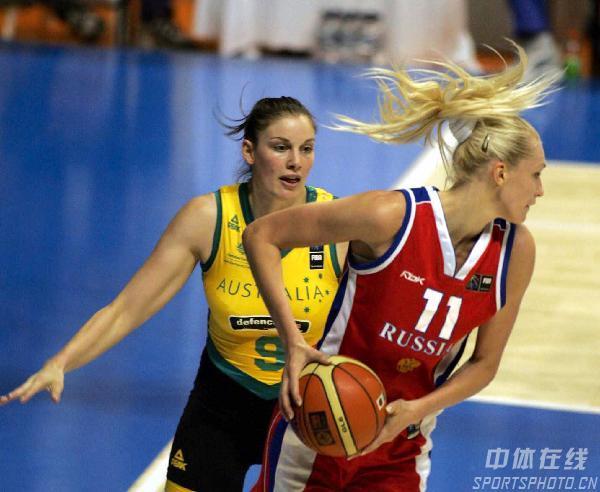 图文:女篮世锦赛澳大利亚夺冠 俄队员准备进攻