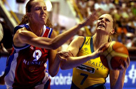 世锦赛图:澳大利亚胜俄罗斯 泰勒强行上篮