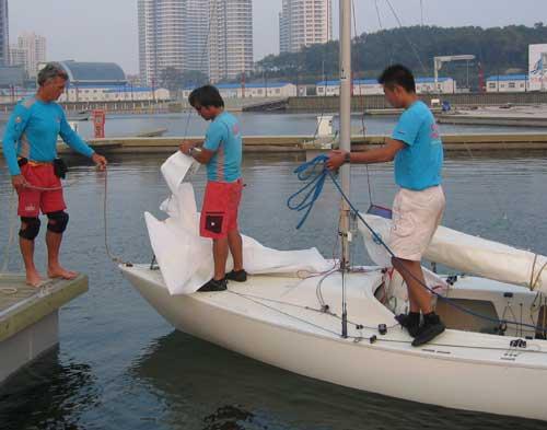 中国 青岛/参加美洲杯帆船赛的中国之队9月中旬开始在青岛举办航海训练营。