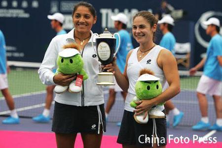 图文:中网女双决赛 苏帕组合夺冠