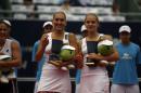 图文:中网女双决赛落幕 俄罗斯美女组合获季军
