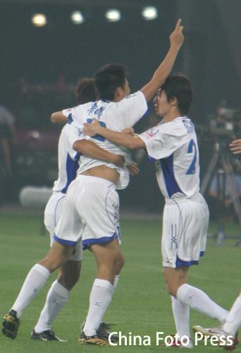 图文:天津主场迎战长春 天津队员庆祝进球
