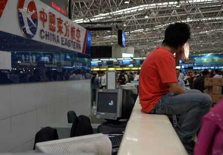 东航乘客滞留昆明 地面服务人员与旅客冲突(图)