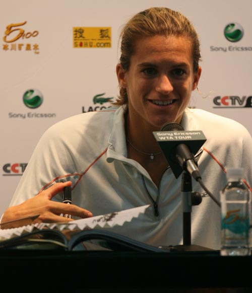 图文:06中网女单决赛 毛瑞斯莫依旧保持笑容