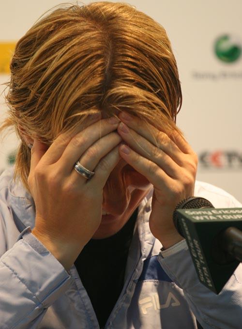 图文:女单冠军赛后发布会 库兹娃快乐无极限