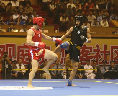 图文:散打世界杯中国11金 中韩队员腿法较劲