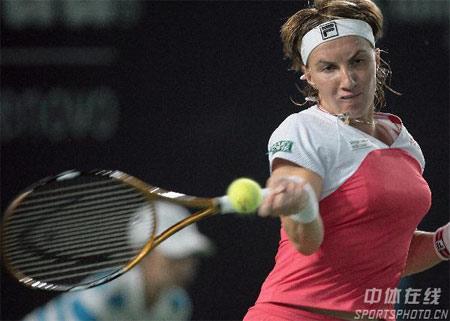 图文:中网女单决赛封后 库兹涅佐娃在比赛中