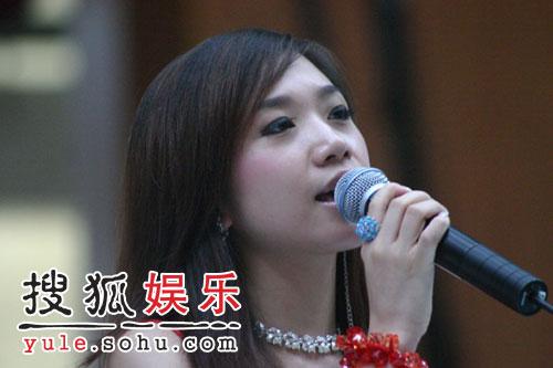 由歌手胡杨林-胡杨林中文网开通歌迷人气骤升 主打歌受追捧