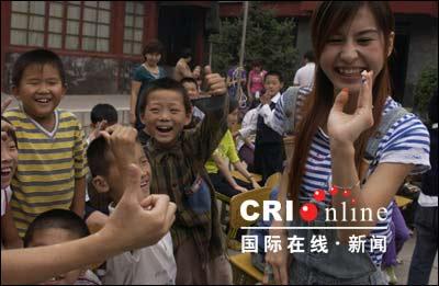 国际聋人节:国际在线网网友和聋人儿童交朋友