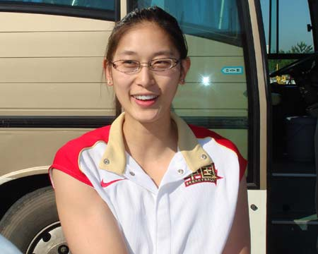 图文:中国女篮抵达北京 隋菲菲接受采访