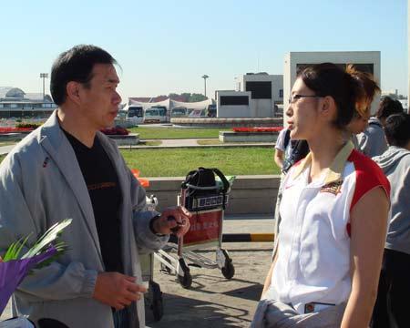 图文:中国女篮抵达北京 隋菲菲与篮协领导