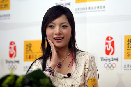 人气超女胡灵魏佳庆做客 讲述成名前艰辛经历