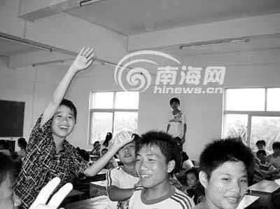 海南200初中生没老师上课 校长称教师编制不够