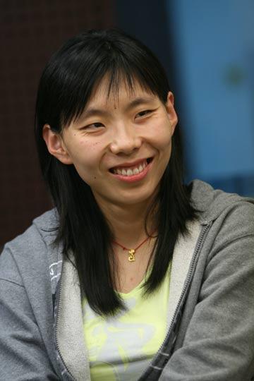 图文:女篮队员做客搜狐聊天 陈楠一身轻松