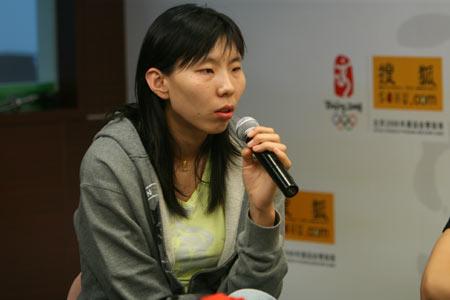 图文:女篮队员做客搜狐聊天 陈楠回答网友问题