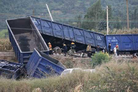 昆明发生火车和货车相撞事故 5节车厢脱轨(图)