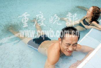 """重庆公园引进""""土耳其医生鱼"""" 可治皮肤病(图)"""
