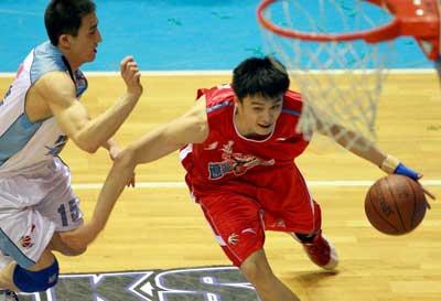 尤纳斯看好控卫强势复出 辽宁男篮新季复兴有望
