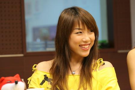 图文:CBA第一宝贝作客搜狐 队长马宁很迷人