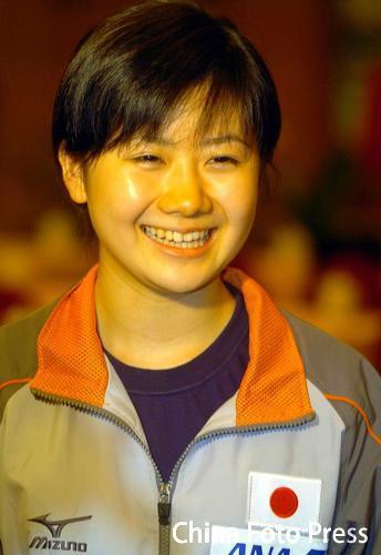 图文:中国女乒备战世乒赛 瓷娃娃笑容可掬