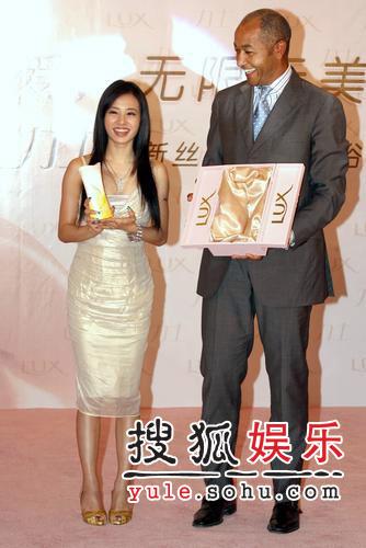 蔡依林上海代言获赠豪华浴缸 否认与陶喆恋爱