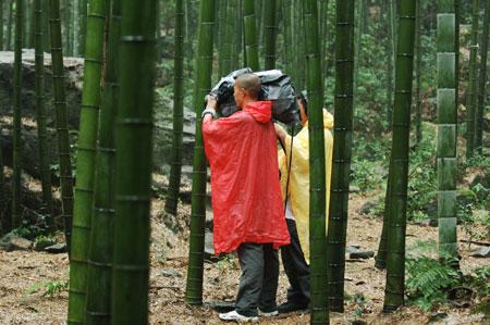 图文:我是冠军抵达永川 竹海里上演十面埋伏