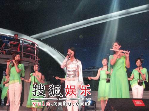女子十二乐坊民乐助兴 4强演绎最美中国(图)
