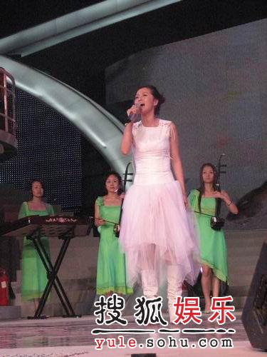 """06超女决赛彩排 """"谭艾""""组合再次冤家相聚"""