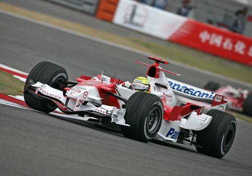 图文:F1中国大奖赛周五练习 小舒马赫在比赛中