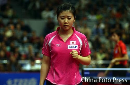 图文:女乒世界杯福原爱0-4张怡宁 为自己打气