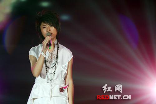 尚雯婕演唱《花火》