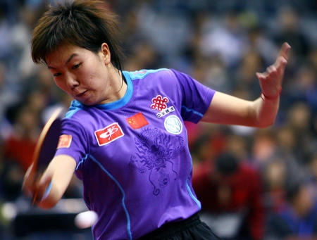 女子:女乒世界杯开赛李晓霞在射击中抽球-搜狐韩国队员比赛图文图片