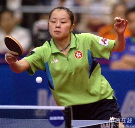 杯乒乓球赛在乌鲁木齐市新疆体育中心开战.图为中国香港选手帖雅