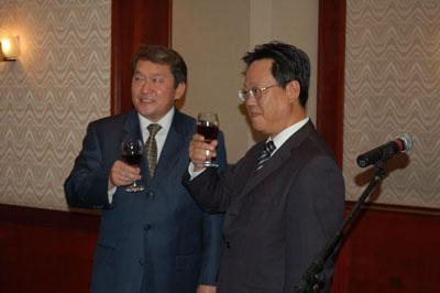 我驻哈萨克斯坦使馆举办建国57周年招待会(图)