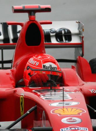 图文:F1中国大奖赛举行排位赛 舒马赫在比赛中
