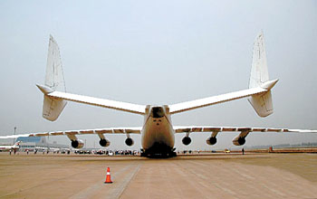 世界最大飞机首次降落大陆机场(组图)-搜狐新闻