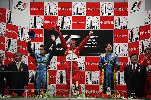 图文:舒马赫获F1中国站冠军 同庆胜利