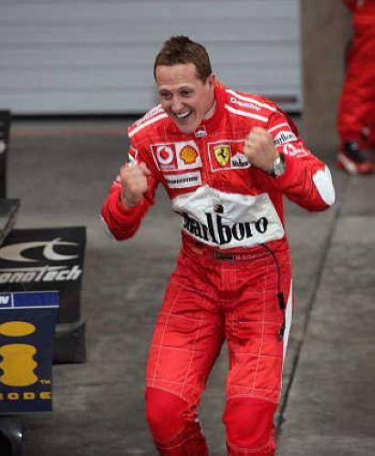 图文:舒马赫获F1中国站冠军 忘情的庆祝