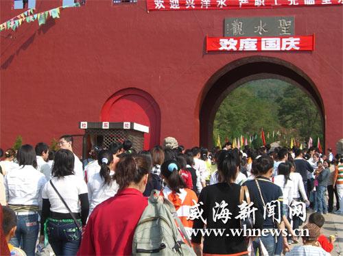 游客涌至圣水观铁槎山圣经山等地感受道教文化