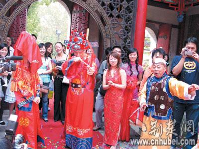 德国先生迎娶武汉太太 晴川阁上演中式婚礼(图)