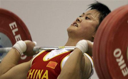 欧阳晓芳险胜劲敌 囊括抓举挺举总成绩三枚金牌